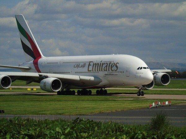 Emirates_aircraft 2285807_640