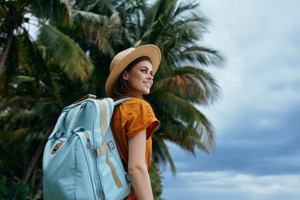 travel cheap _woman tourist backpack travel